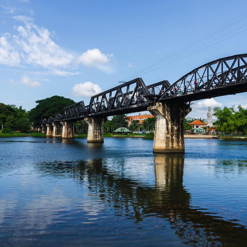 Brücken-Fluss Kwai, Kanchanaburi, Thailand stockfotografie