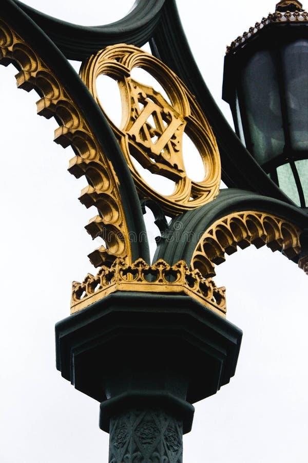 Brücken-Laternenpfahl-Design Londons Westminster lizenzfreie stockbilder