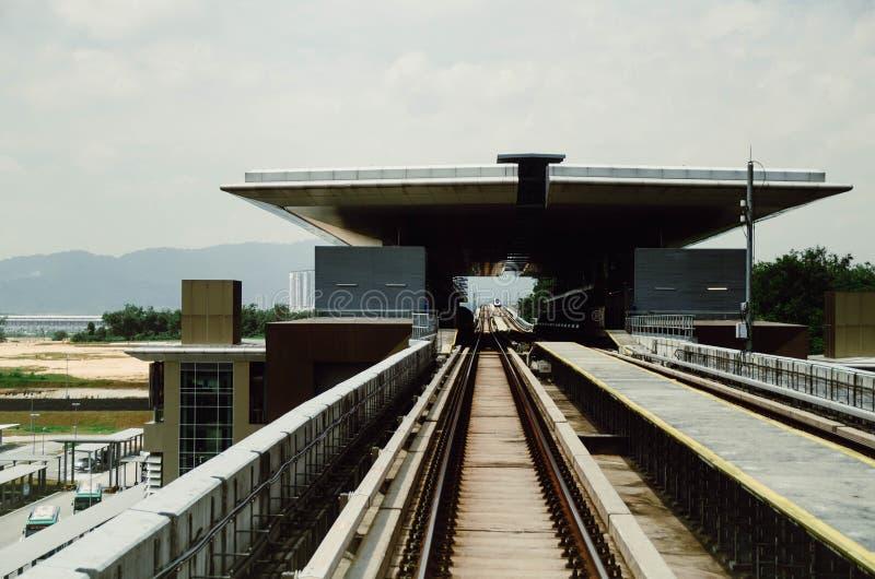 Brücken-und Station malaysische Massenstadtschnellbahnbahn stockfotografie