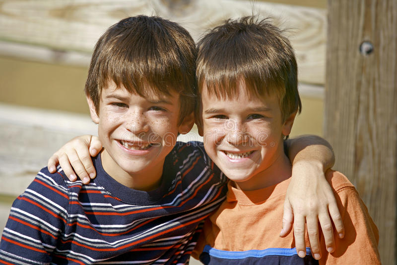Brüder lizenzfreie stockfotografie