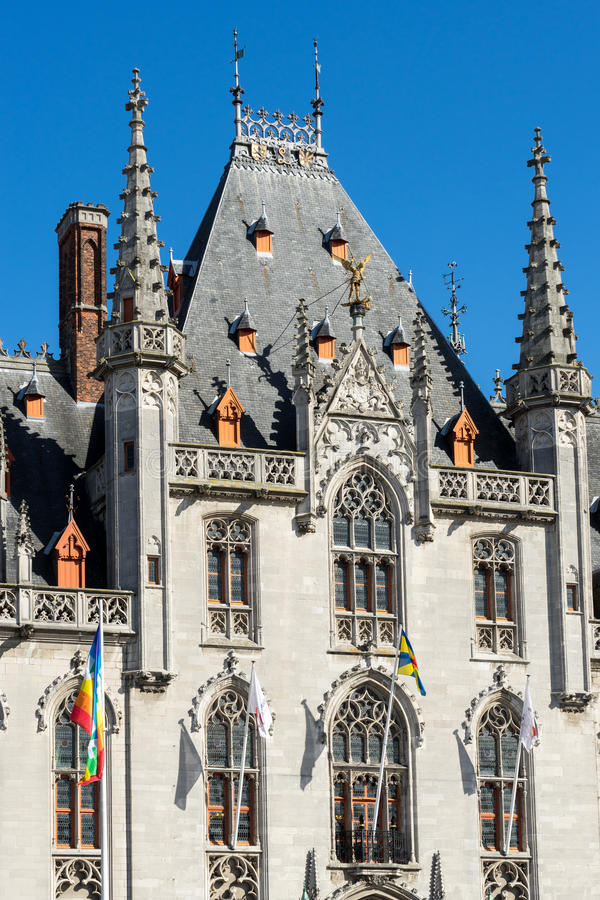 BRÜGGE, BELGIEN EUROPA - 25. SEPTEMBER: Rathaus im Markt Squa lizenzfreie stockfotos