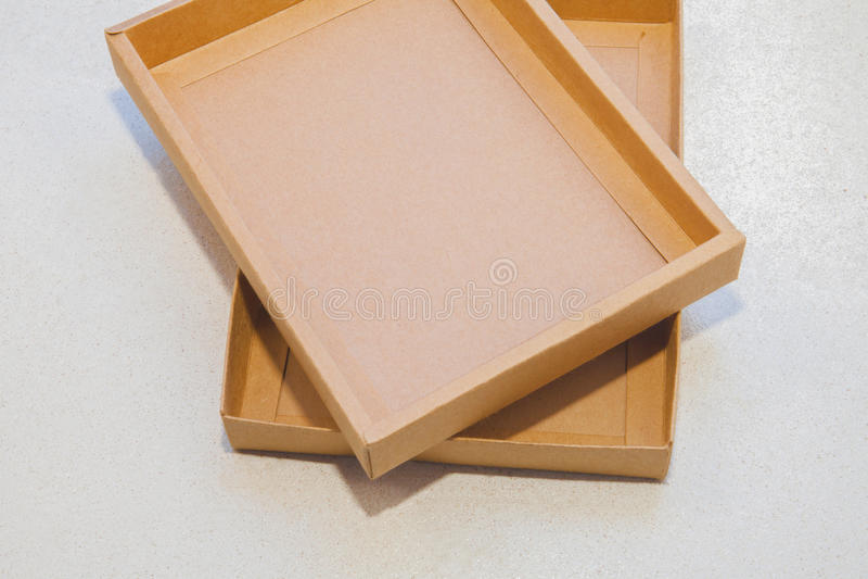 brünieren Sie Kasten stockfotos
