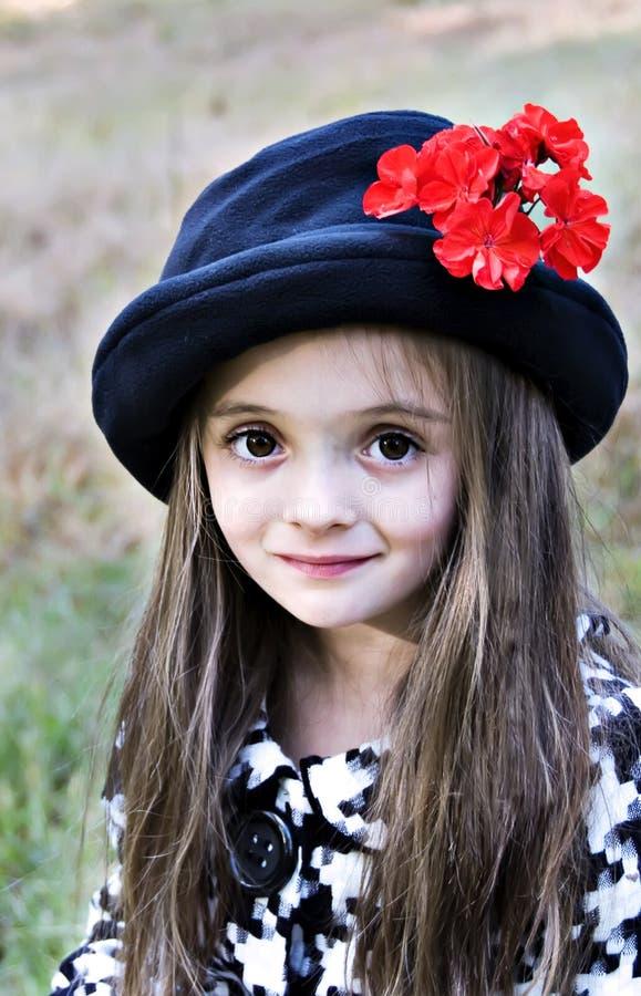 brąz przyglądająca się dziewczyna zdjęcie stock