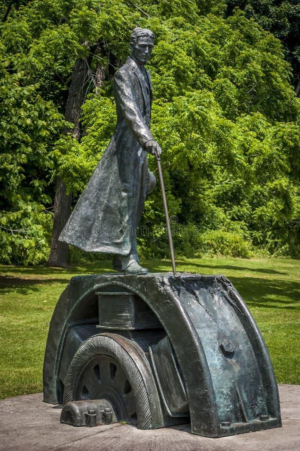 Brązowa Nikola Tesla statua obraz stock