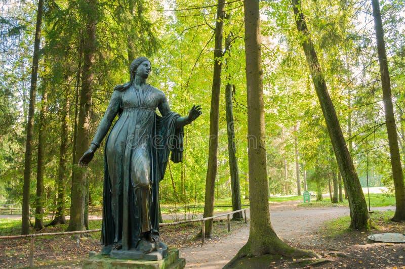 Brązowa rzeźba Niobida konanie strzała Artemida Pavlovsk, St Petersburg, Rosja zdjęcie royalty free