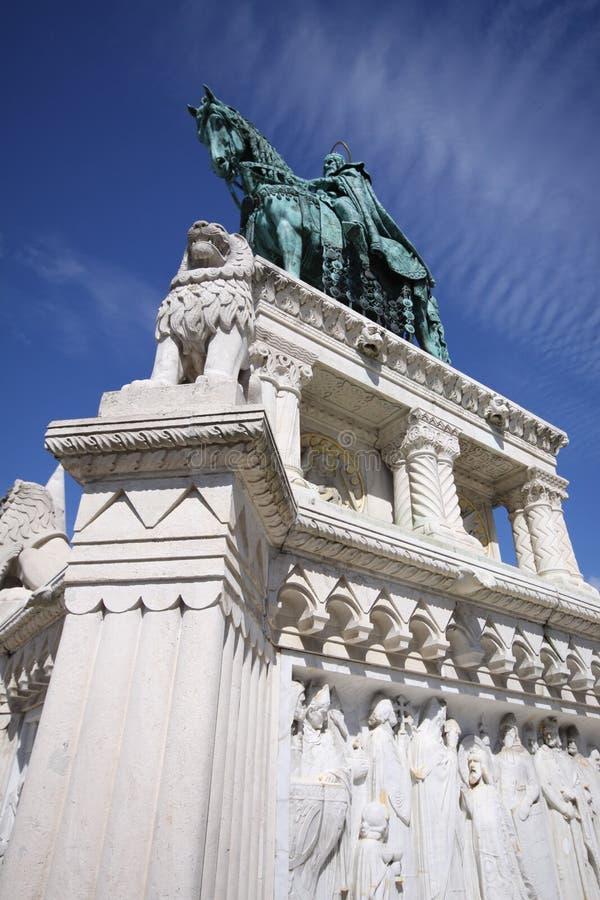 Brązowa rzeźba w rybaków ramparts w Budapest fotografia royalty free