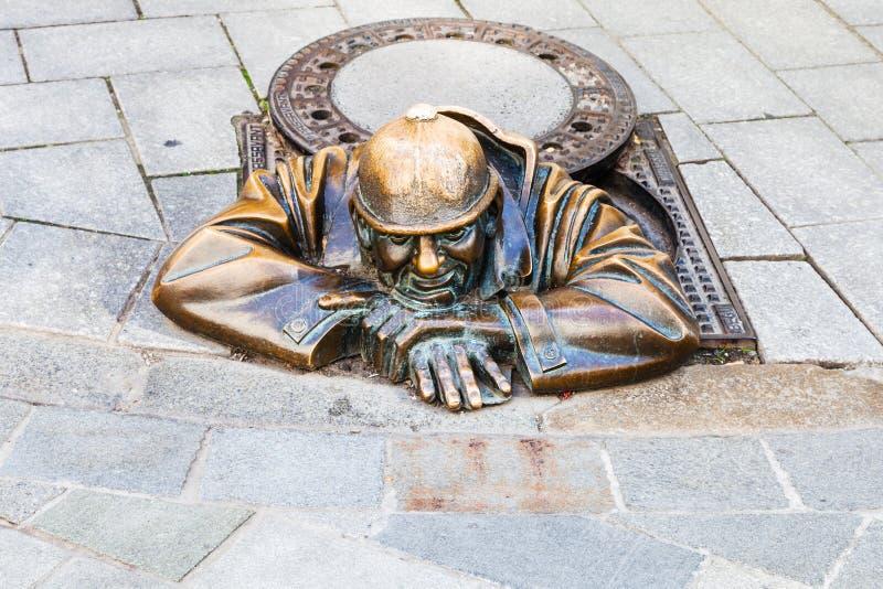 Brązowa statua Cumil Peeper w Bratislav zdjęcie stock