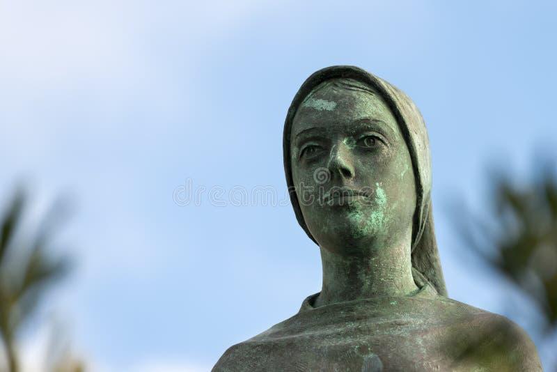 Brązowa statua maryja dziewica obrazy stock