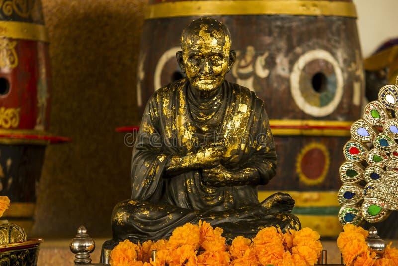 Brązowa statua medytuje michaelita obrazy stock