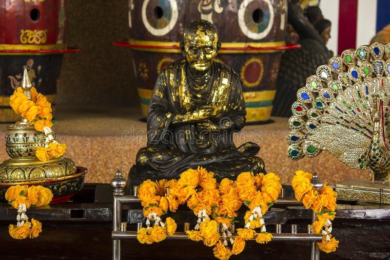 Brązowa statua mnich buddyjski w Tajlandia zdjęcie royalty free