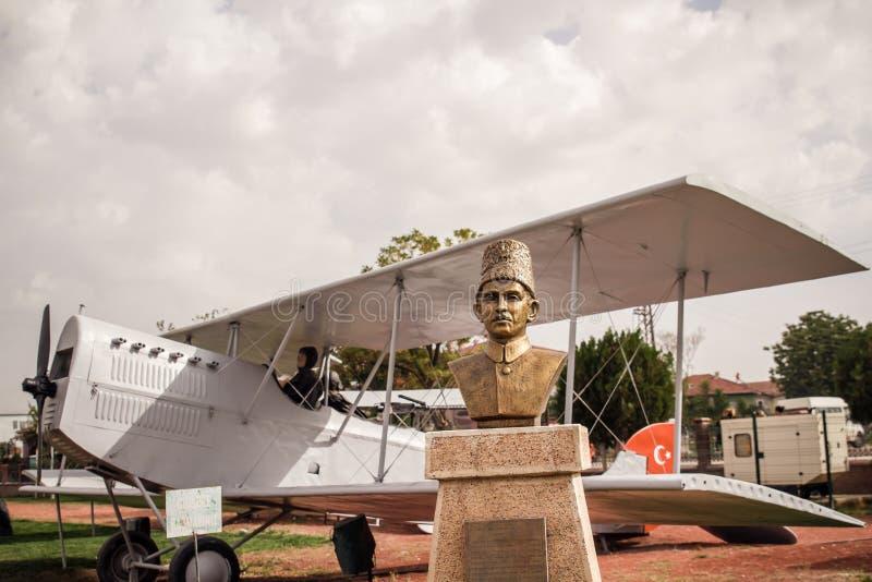 Brązowa statua niezależność Wojenni bohaterzy w Ankara fotografia stock