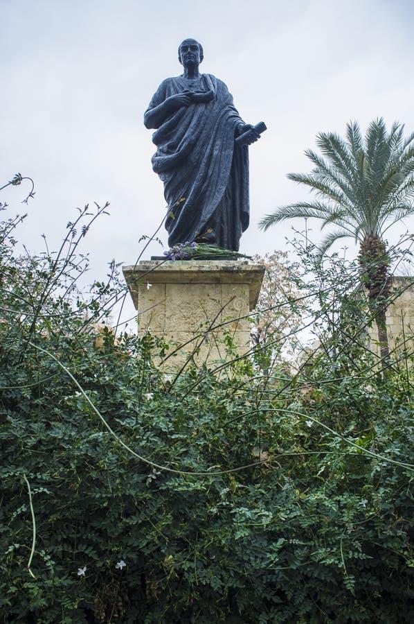 Brązowa statua Seneca Młody między jaśminu ogródem obraz royalty free