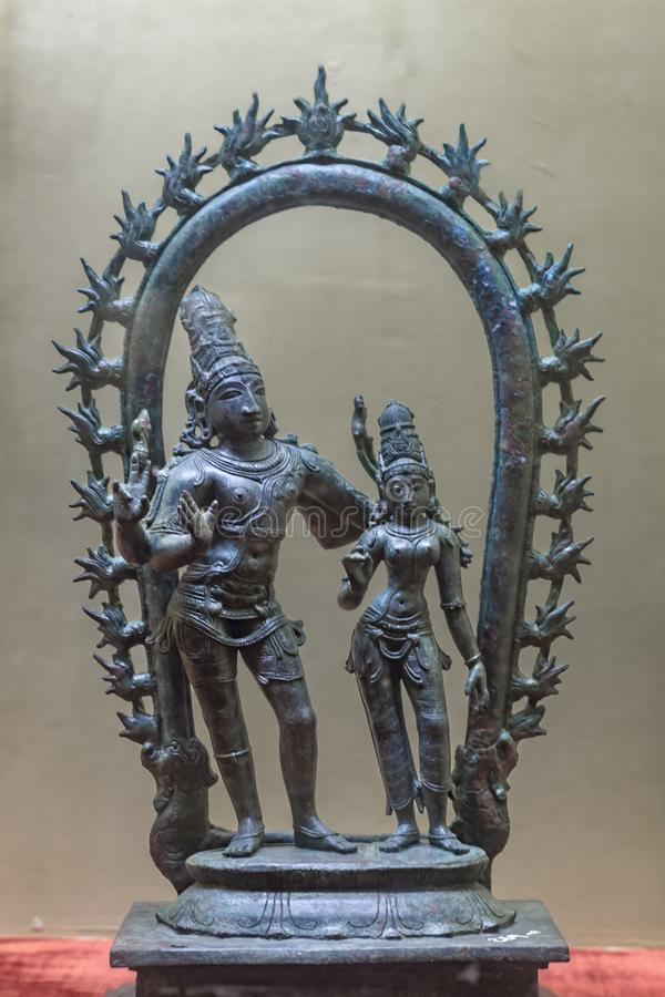 Brązowa statua Shiva i Parvati należy chola era obrazy stock