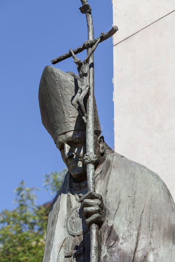 Brązowa statua St John Paul II na ołtarzu Trzy milenium, Krakow, Polska obrazy royalty free