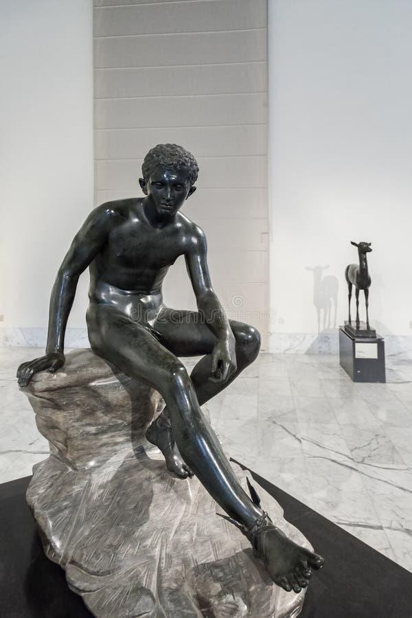 Brązowa statua w Naples Krajowym Archeologicznym muzeum zdjęcia stock