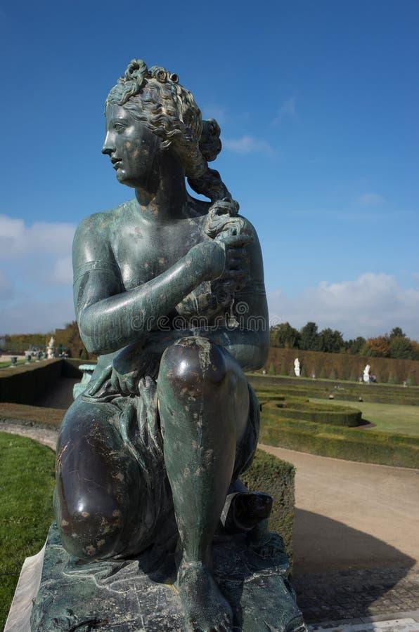 Brązowa statua w ogródach Versailles kasztel obraz royalty free