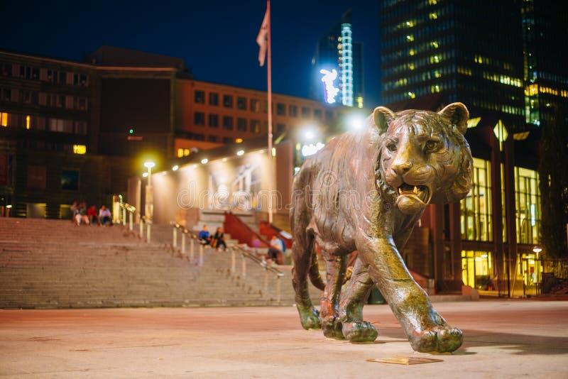 Brązowa Tygrysia statua w centrum miasta w Oslo obrazy royalty free