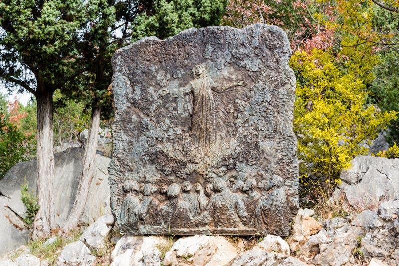 Brązowa ulga na Apparition wzgórzu zdjęcia stock