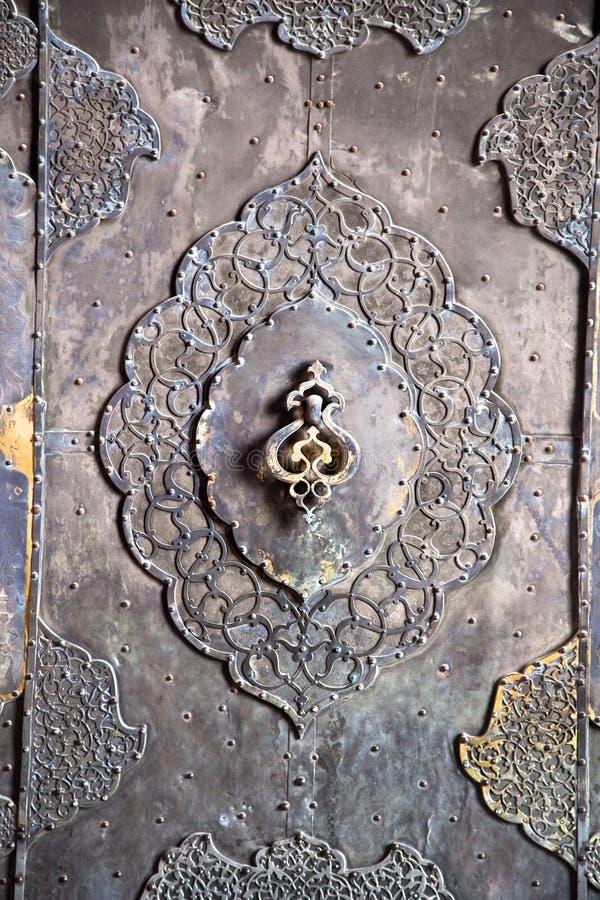 Brązowego antykwarskiego kreślarza drzwiowa rękojeść, Esfahan, Iran obrazy royalty free
