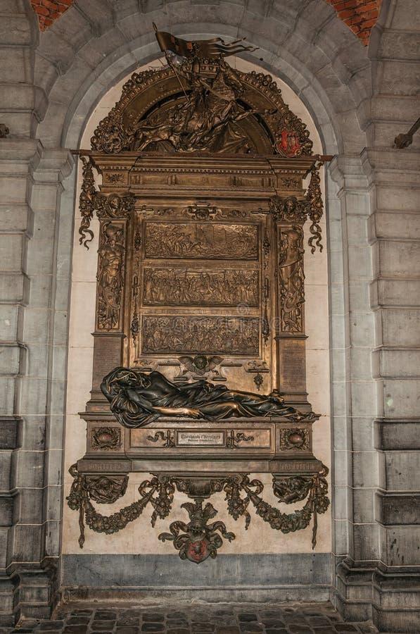 Brązowieje na cześć stare osobowości przy urzędem miasta w Bruksela zdjęcie stock