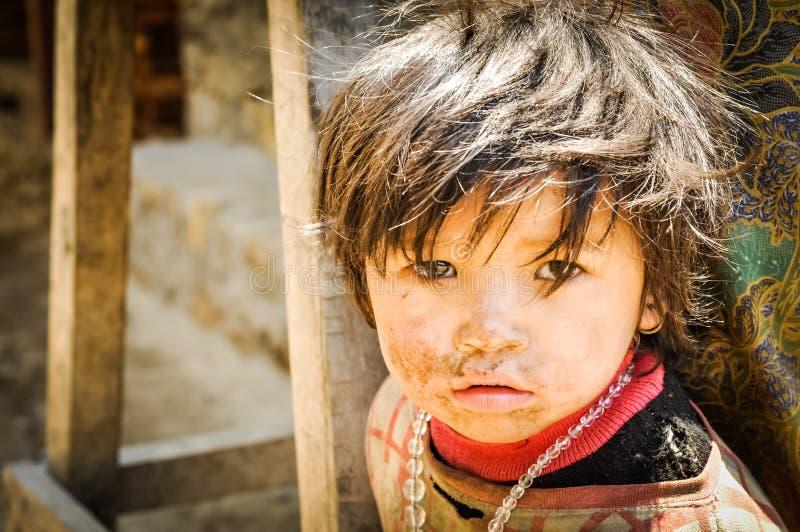 Brązowowłosy dziecko w Nepal zdjęcia stock
