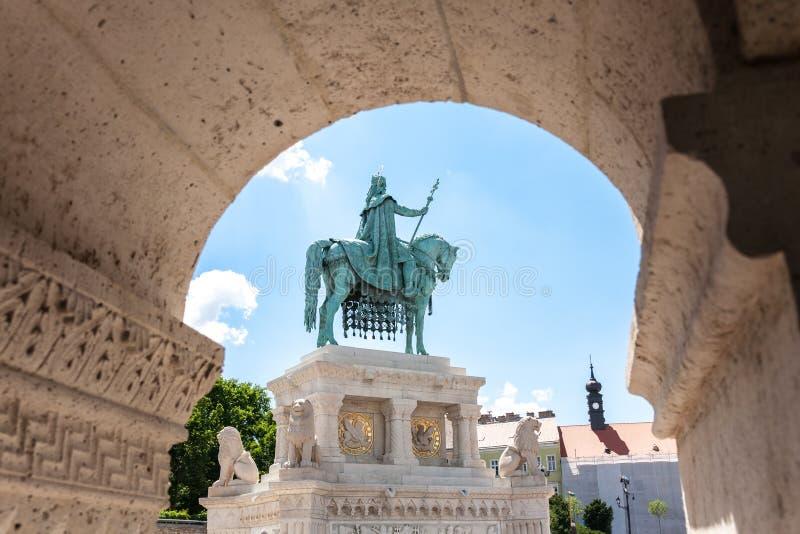 Brązowy Stephen Ja statua, rybaka bastion, Budapest zdjęcie royalty free