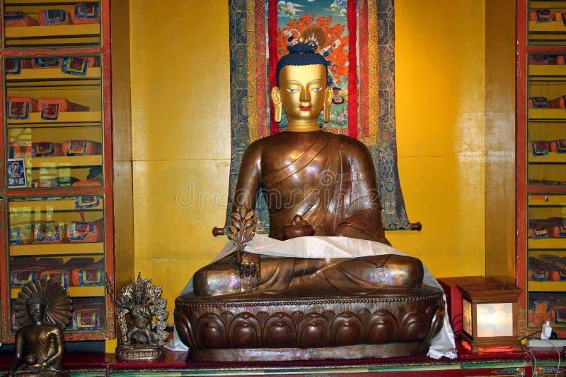 Brązowy wizerunek władyka Gautama Buddha, norbulingka institute obrazy stock