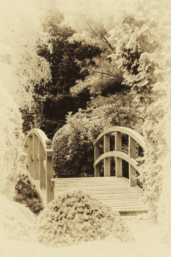 Br?cke im japanischen Garten stockbilder