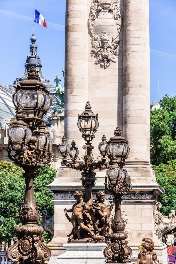 Br?ckendetails Pont Alexandre III und gro?artiges Palais Paris, Frankreich stockfoto
