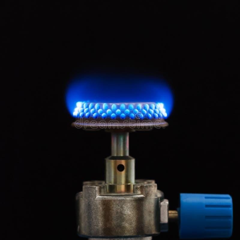 Brûleur à propane avec la flamme bleue de Bunsen photographie stock libre de droits