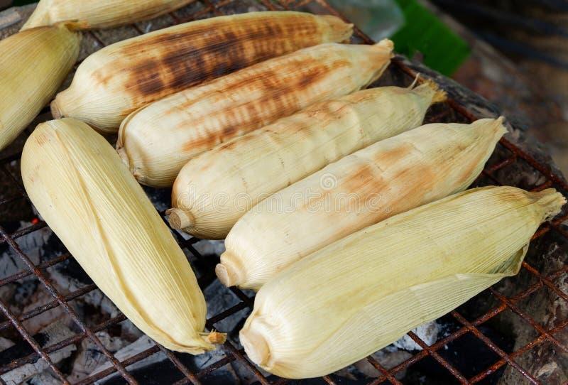 Brûlure de maïs de gril de maïs images libres de droits