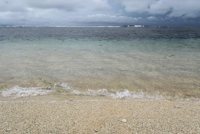 Br?nning p? den Serangan stranden arkivfoto