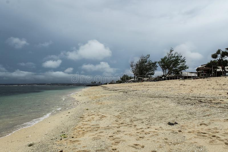 Br?nning p? den Serangan stranden royaltyfri foto