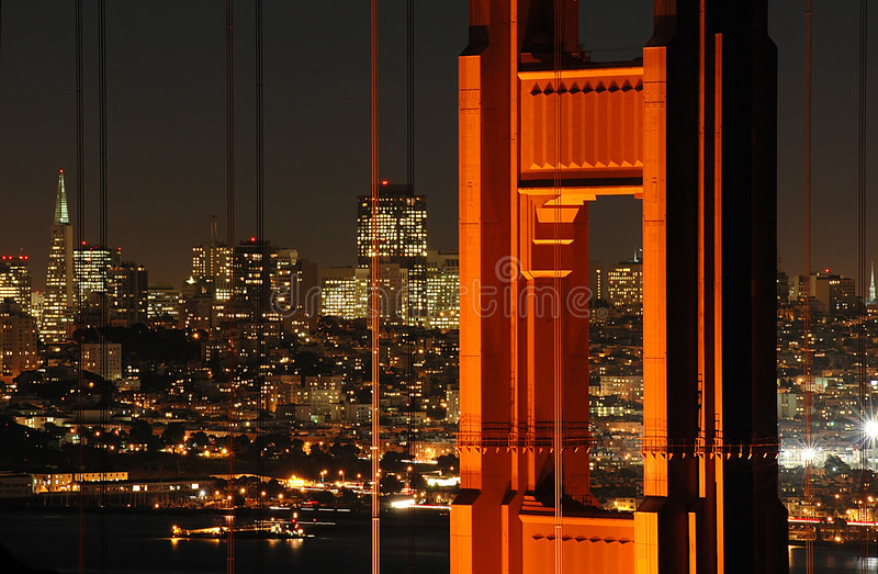 Br5uckeu. San Francisco nachts lizenzfreie stockbilder