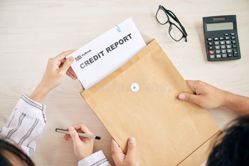 Brać kredytowego raport zdjęcie royalty free