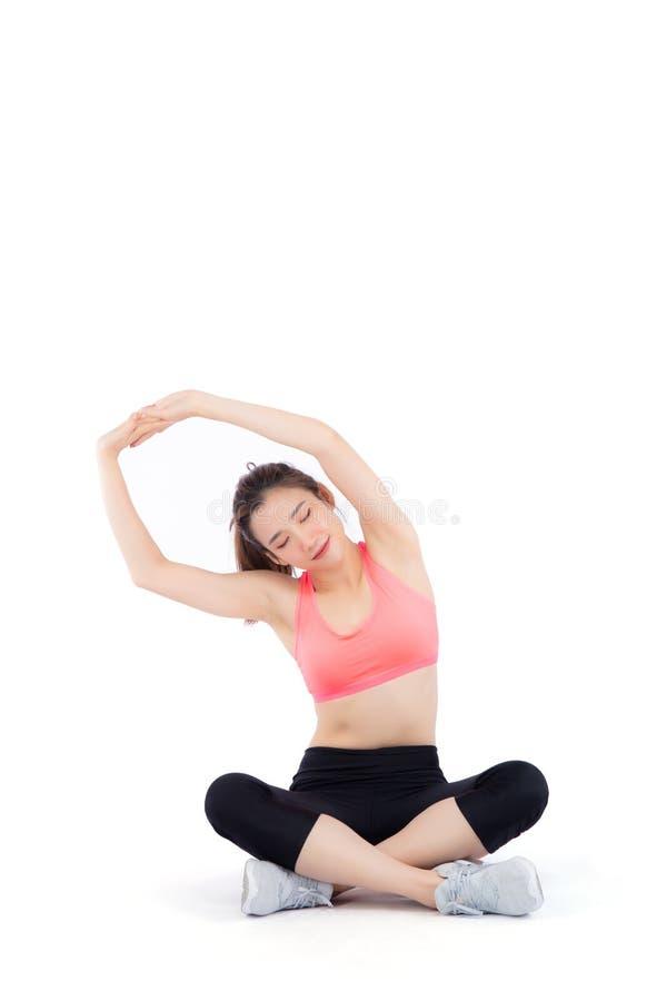 Braço de assento do músculo do estiramento da mulher asiática nova bonita do retrato isolado no fundo branco foto de stock royalty free