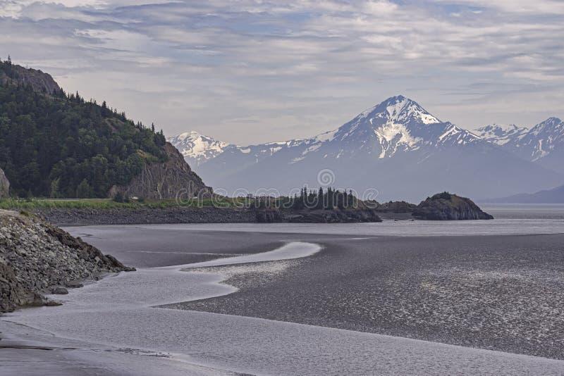 Braço de Turnagain do cozinheiro Inlet e das montanhas de Chugach fotografia de stock royalty free
