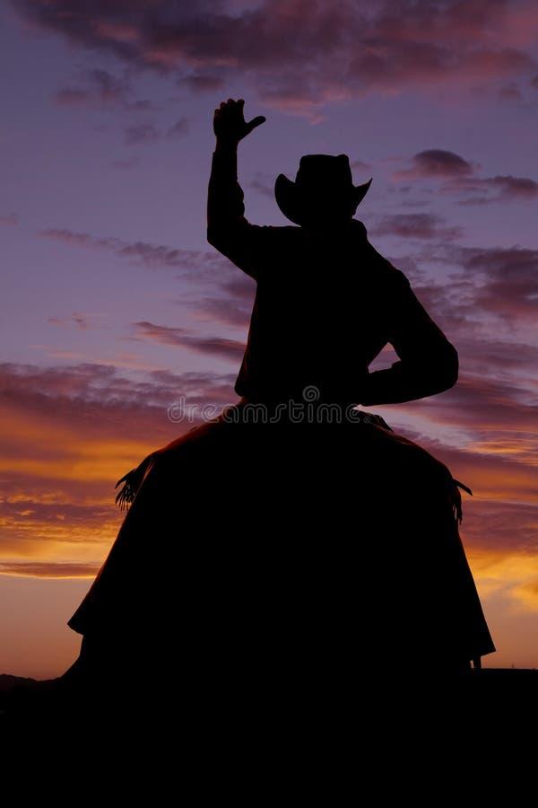 Braço do cavalo da parte dianteira da silhueta do vaqueiro acima fotografia de stock royalty free