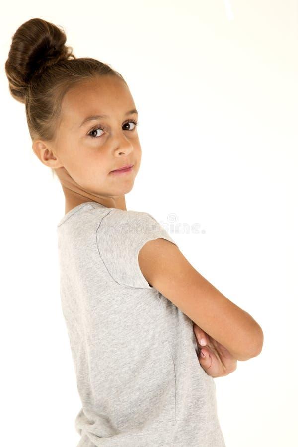 Braços bonitos do retrato do modelo da moça dobrados fotos de stock royalty free