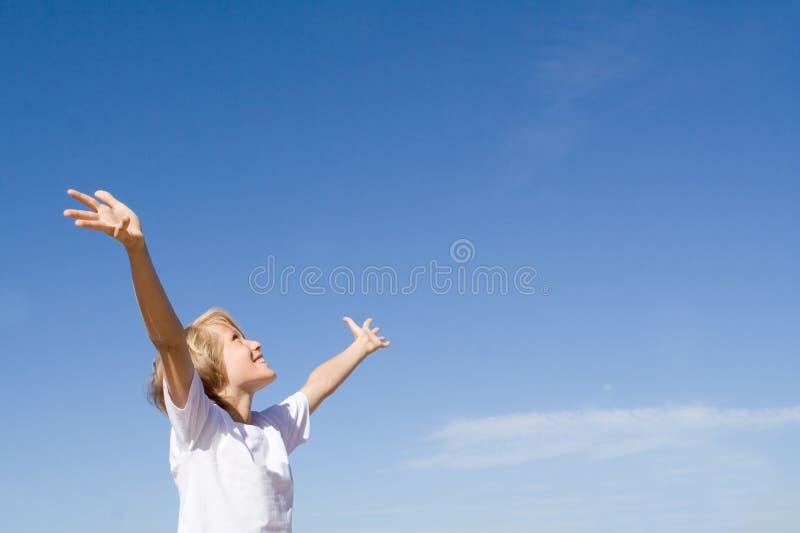 Braços Felizes Da Criança Levantados Foto de Stock