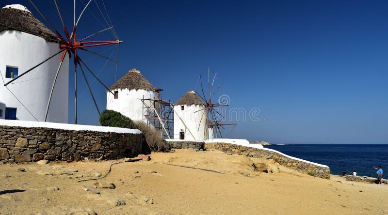 Brać fotografie biali wiatraczki Mykonos fotografia stock