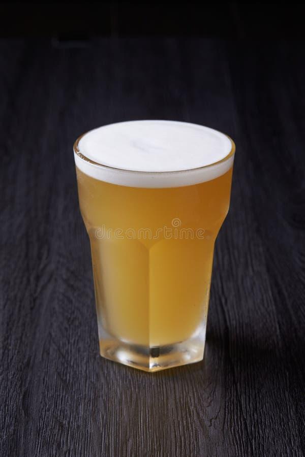 Bra öl i exponeringsglas arkivbild