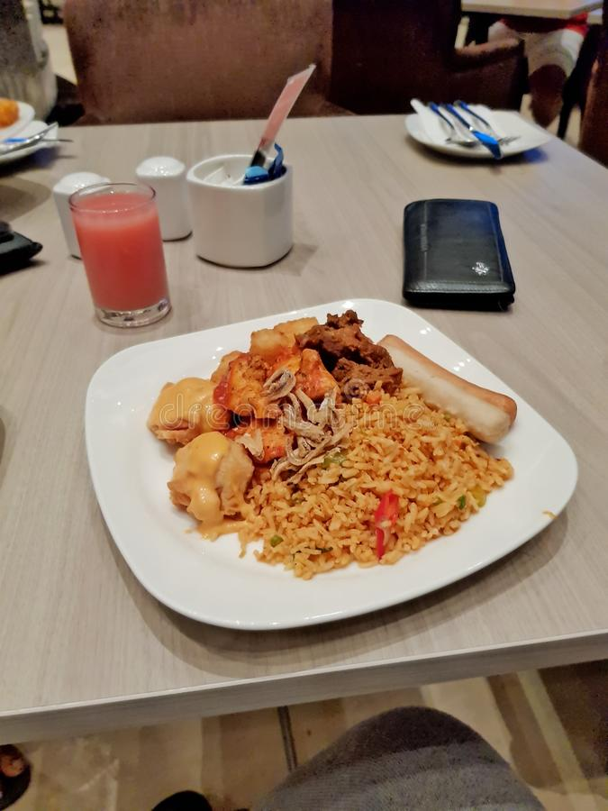 Bra mat i hotell fotografering för bildbyråer