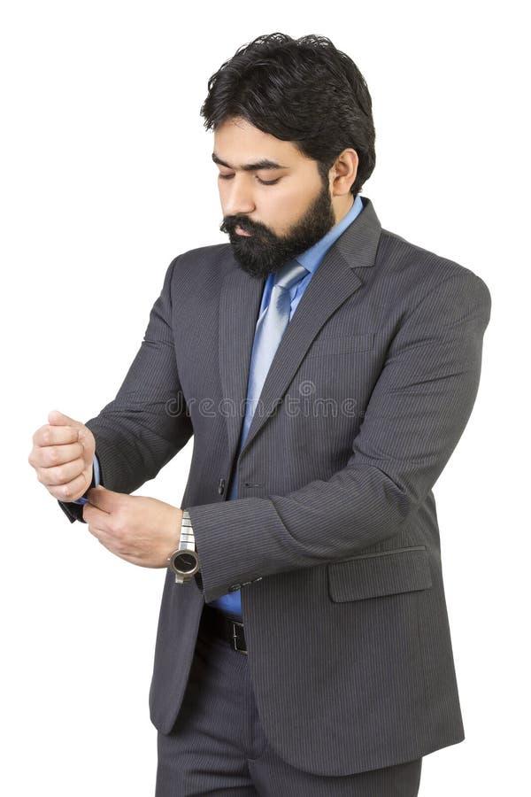 Bra seende mogen asiatisk indisk man med affärsdräkten som isoleras på vit bakgrund arkivfoton