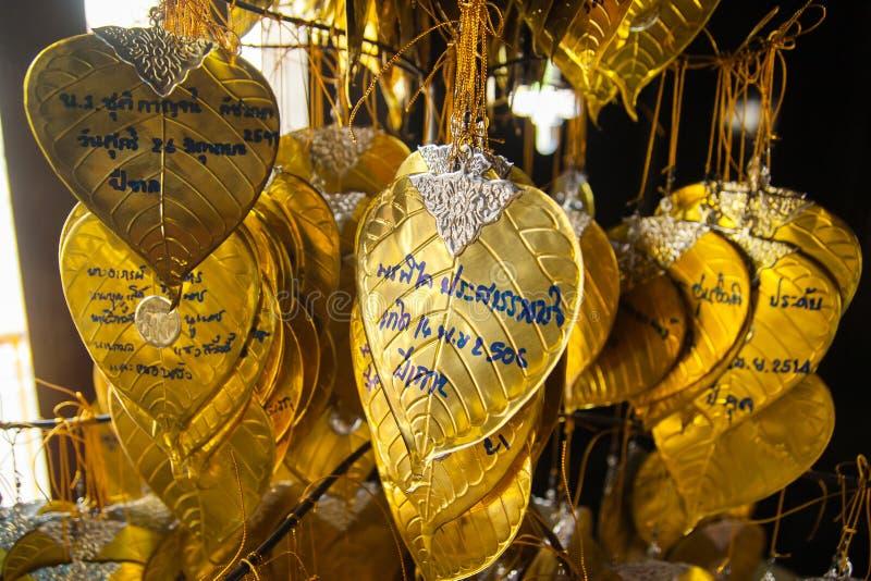 Bra villig handstil på de guld- önskasidorna arkivfoton