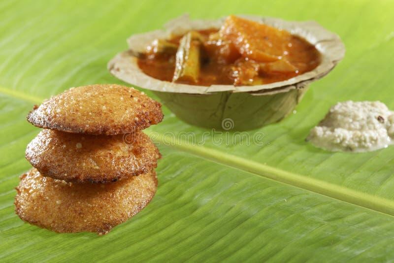 Braadde het zuiden Indische snelle voedsel nutteloos met kokosnotenchutney royalty-vrije stock foto