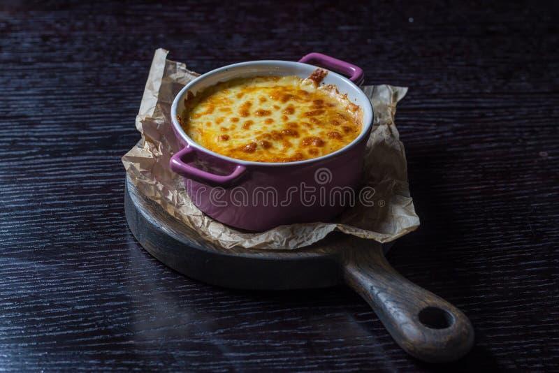 Braadpan in een pan stock foto