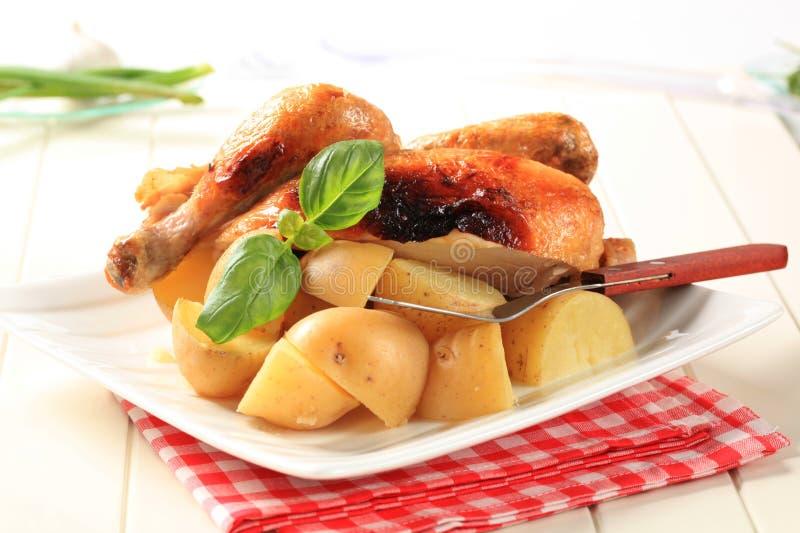Braadstukkip en aardappels royalty-vrije stock fotografie