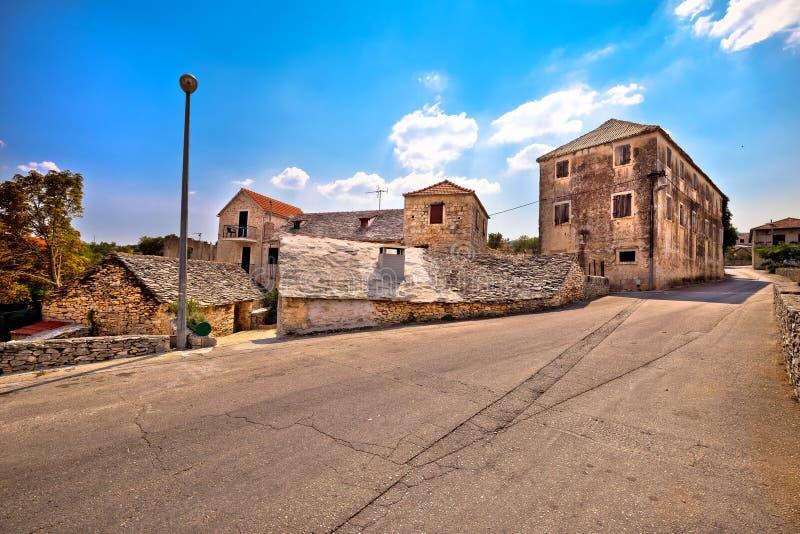 Brac海岛街道视图的Skrip村庄 免版税图库摄影