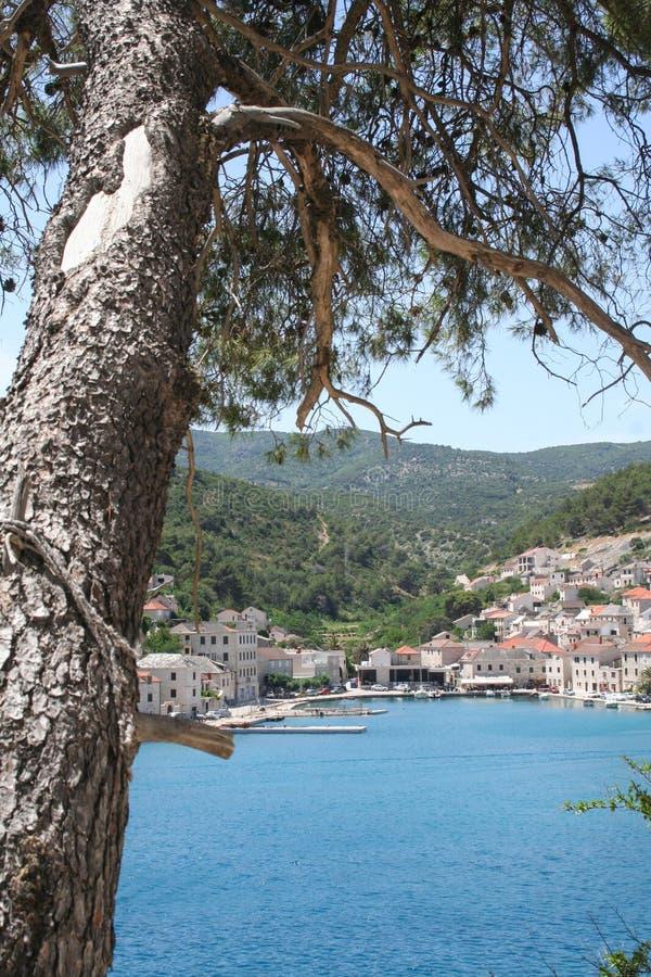 Brac wyspa, widok na morzu i miasteczko, Chorwacja obraz royalty free